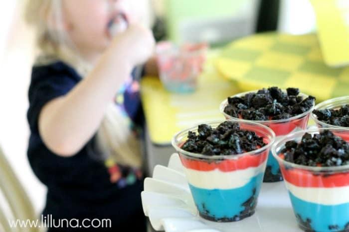 Patriotic Pudding Cups http://jennsblahblahblog.com #jbbb