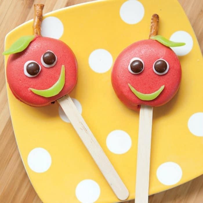 Candy Apple Cookie Pops | #LunchIdeas http://jennsblahblahblog.com #jbbb