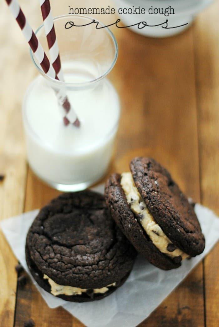 Homemade Cookie Dough Oreos #jbbb http://jennsblahblahblog.com