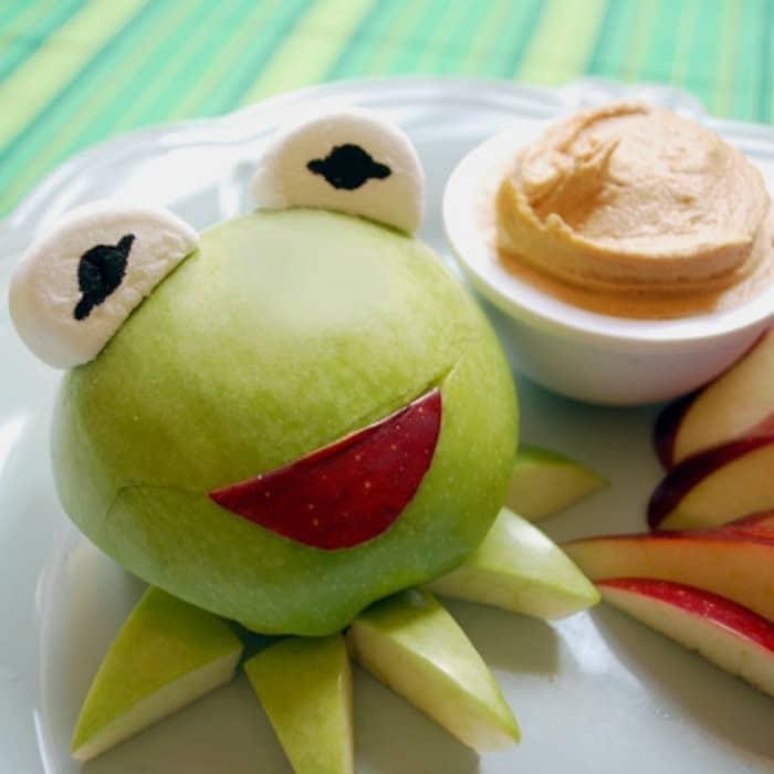 Kermit's Green Apples with Peanut Butter Dip | #LunchIdeas http://jennsblahblahblog.com #jbbb