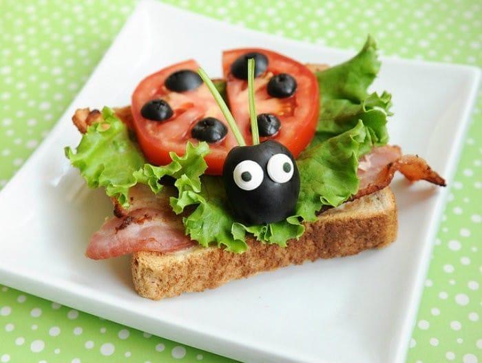Ladybug Sandwich | #LunchIdeas http://jennsblahblahblog.com #jbbb