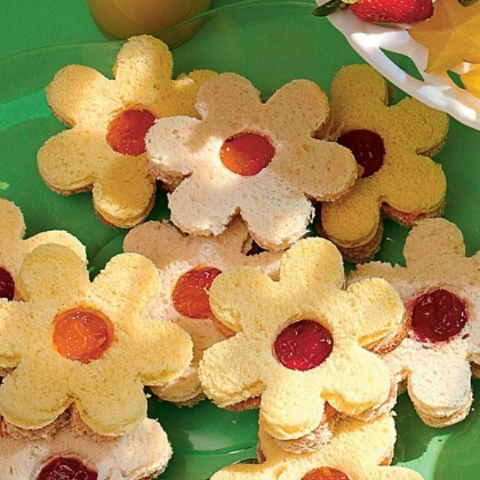 PB & J Blossom Sandwiches | #LunchIdeas http://jennsblahblahblog.com #jbbb