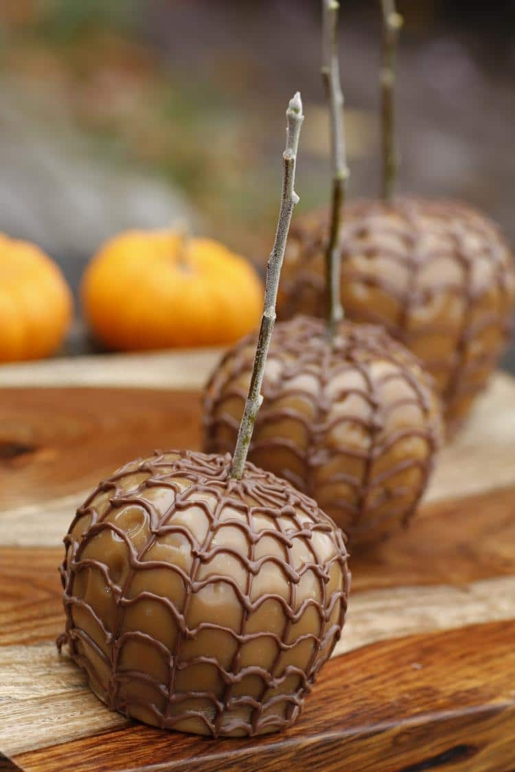 Halloween recipes 22 awesome halloween recipe ideas for Caramel apple recipes for halloween