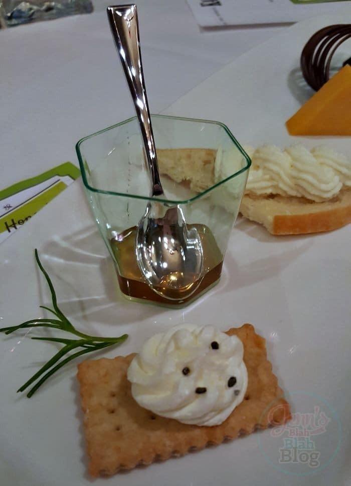 honey tasteing