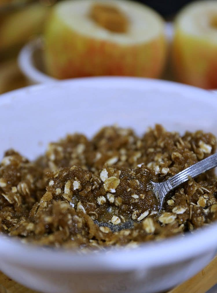 BROWN SUGAR MIXTURE FOR BLOOMING BAKES APPLES WITH CARAMEL