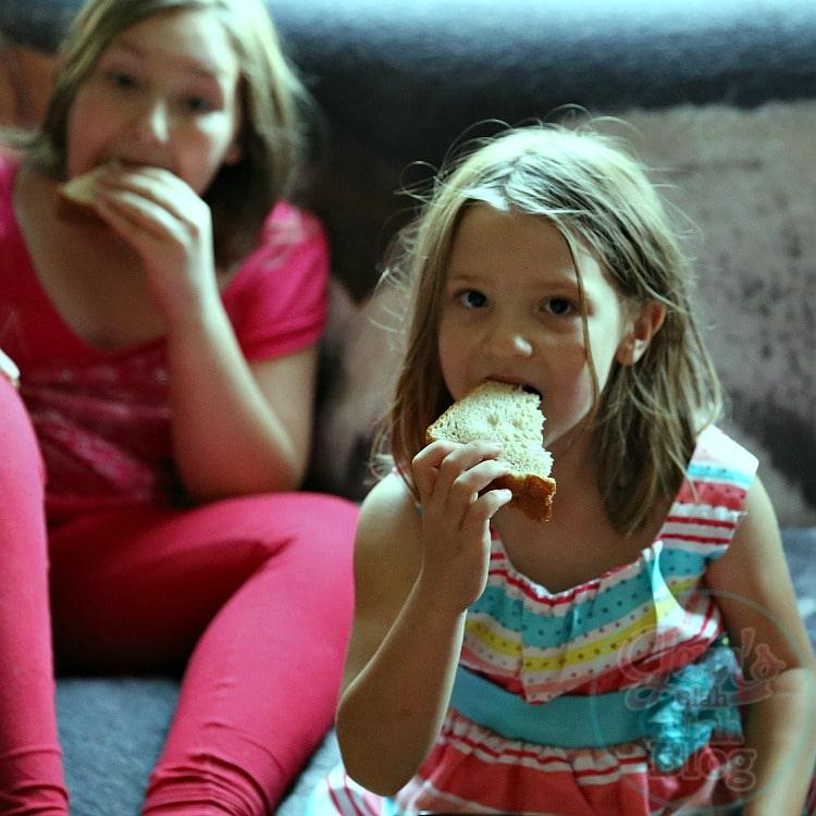 Madisyn & Vayda eating PB&J
