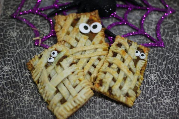 Halloween Mummy Pumpkin Pop Tarts Recipe   www.jennsblahblahblog.com   @jenblahblahblog