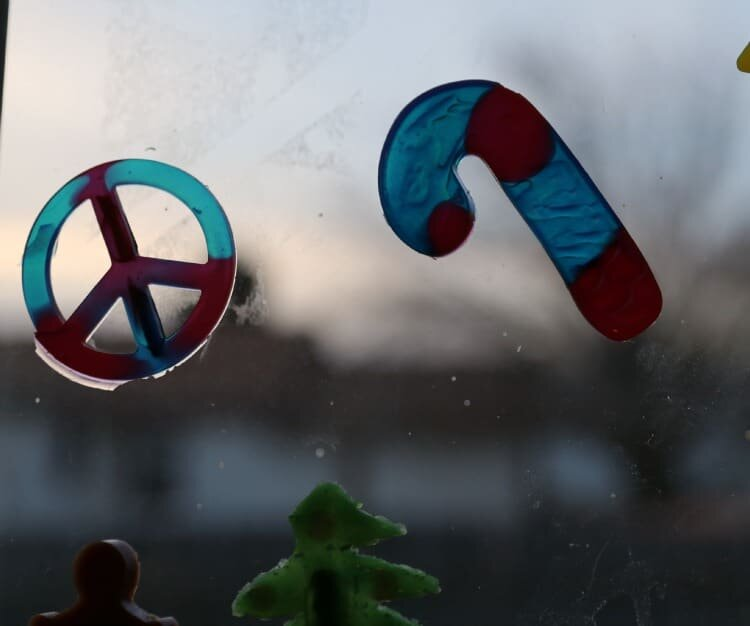 Easy Window Clings for the Holidays