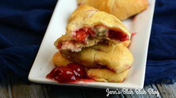 CHERRY AND CHEESECAKE CRESCENTS