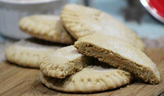 Peanut-Butter-Filled-Peanut-Butter-Cookies-4-686x400
