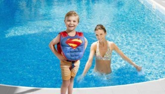 How To Keep Your Toddler Safe While Swimming.