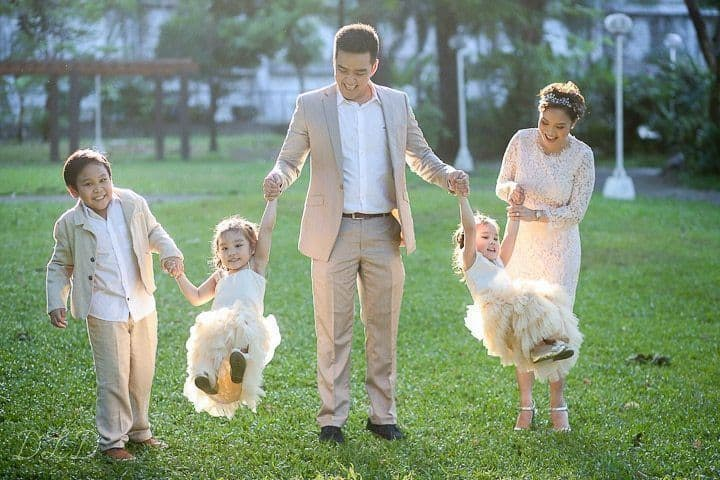 8  Keys to Looking Spectacular in Your Family Portraits