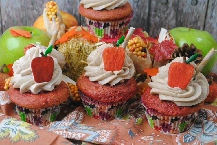 apple-cider-cupcakes-with-fondant-apple-3