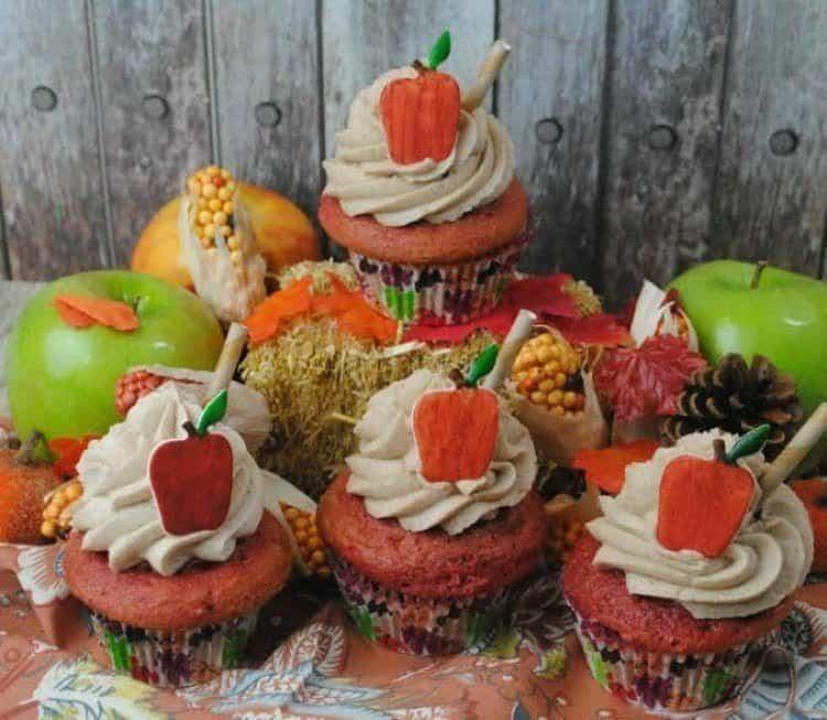 apple-cider-cupcakes-with-fondant-apple-4