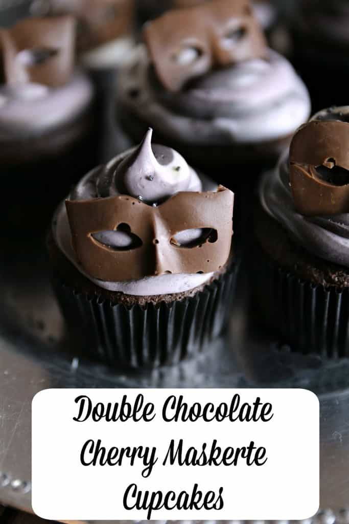 Double Chocolate Cherry Maskerte Cupcakes