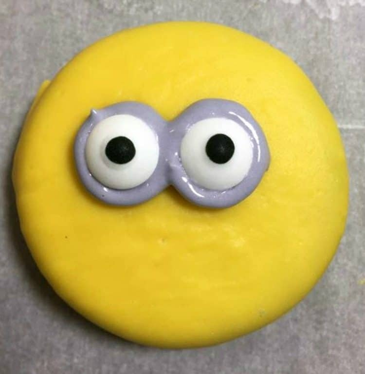 minion oreo cookie