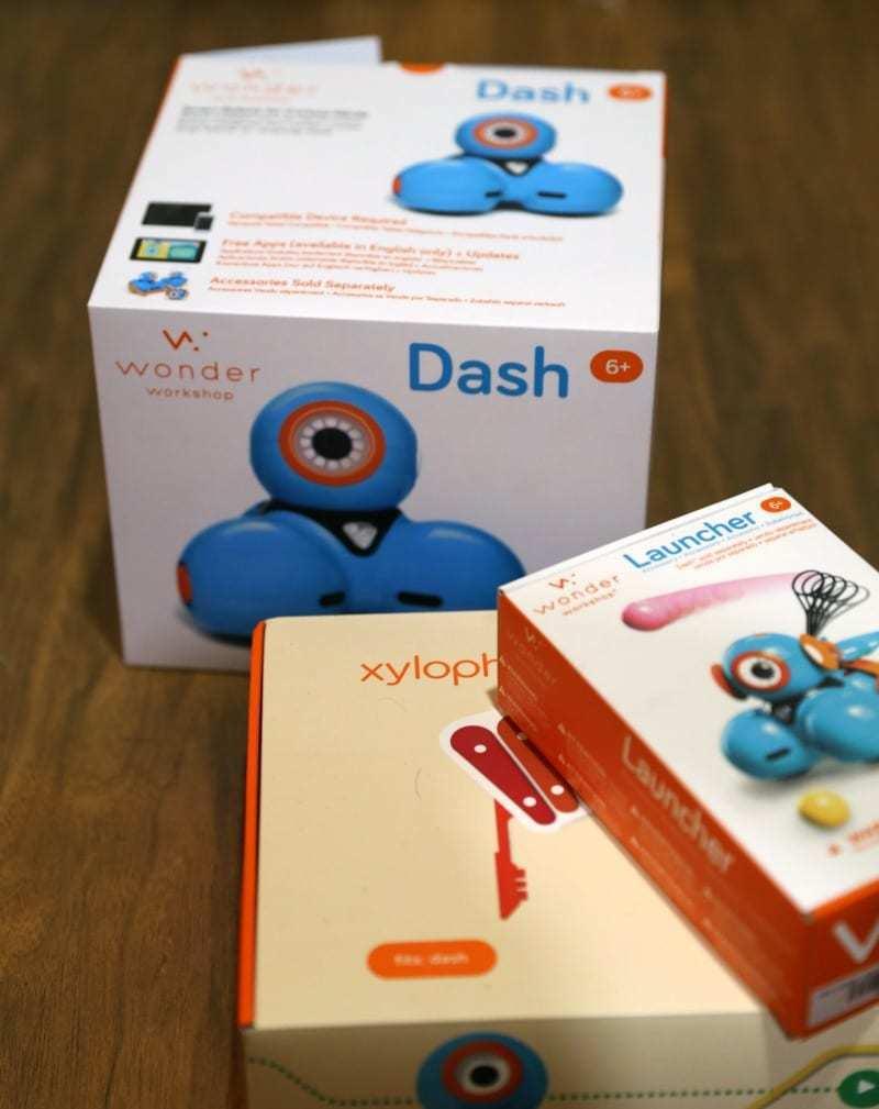 Reasons Dash Robot Rocks for Teaching Kids Code & Playtime