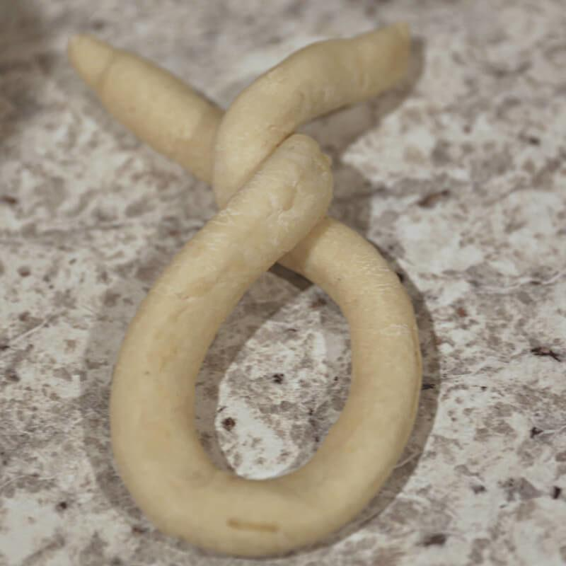 how to twist a pretzel