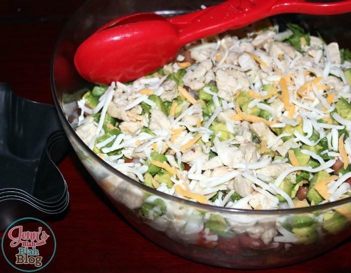 EASY DINNER IDEAS Want Easy Dinners Ideas? Try This Easy Chicken Taco Salad Recipe!