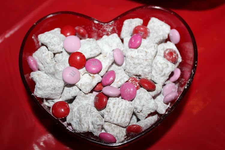 Fun Valentines Day Muddy Buddys Valentines Day Recipes: How To Make Valentines Day Muddy Buddies!