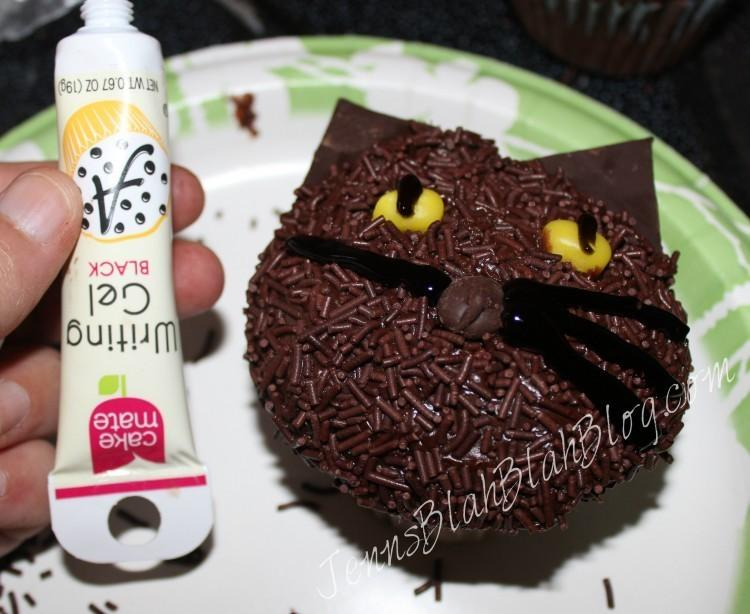 Halloween Recipes:  Make Black Cat Cupcakes for Halloween