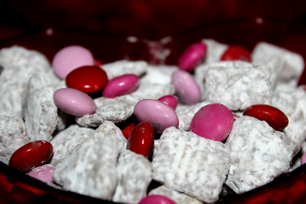 Valentines Day Muddy Buddy Recipe1 Valentines Day Recipes: How To Make Valentines Day Muddy Buddies!