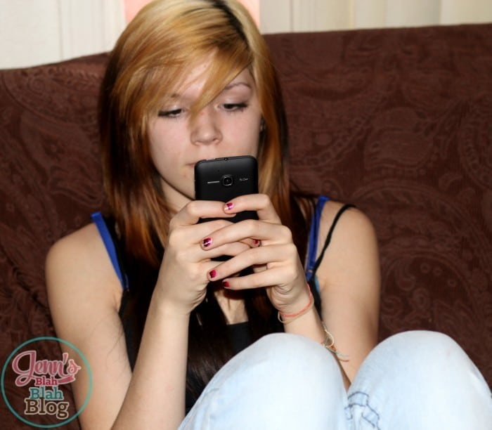 Teen sitting down texting on her new phone #FamilyMobile #CollectiveBias #shop