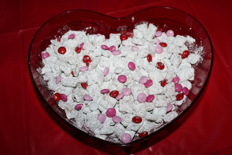 easy recipes for Muddy Buddys Valentines Day Recipes: How To Make Valentines Day Muddy Buddies!