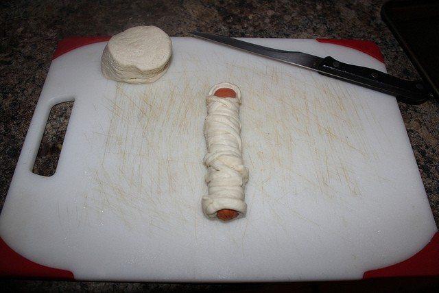 Mummy Hotdogs – Fun Halloween Lunch Idea Kids